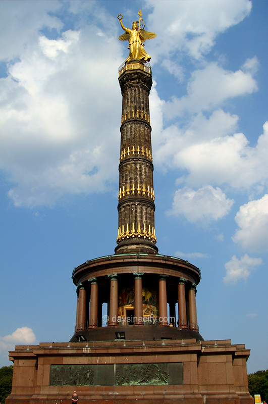 Berlin - Victory Monument