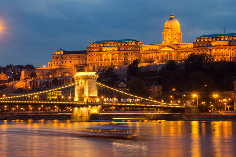 Chain Bridge and Buda Palace at night